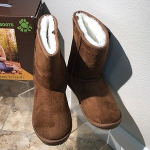 8cb39d9a14a Sheepdawgs dawgs size 6 microfiber ugg look boots NWT